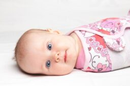 مادرلند-A-guide-to-buying-different-types-of-swaddling-clothes-for-babies